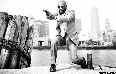 Isaac Hayes posing with gun in New York, 1971