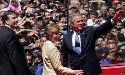 Bush con el presidente georgiano.