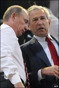 Putin y Bush hablan entre ellos.