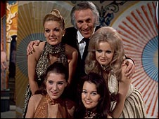 Bruce Forsyth with Marilyn Ward, Jenny Cash, Jennifer Bailey and Wendy Isles