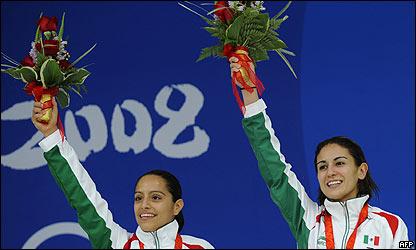 Tatiana Ortiz y Paola Espinoza en el podio