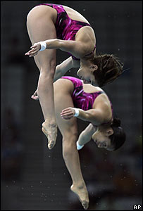 Paola Espinoza y Tatiana Ortiz en acción