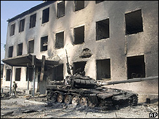 Building gutted by fire/tank in Tskhinvali, 11 Aug 08