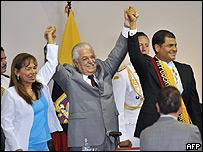 Fernando Cordero, presidente de la Asamblea Constituyente,  Aminta Buenano, vicepresidente de la Asamblea y Rafael Correa, presidente de Ecuador