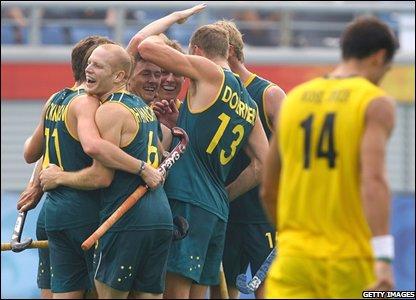 Australian hockey players celebrate