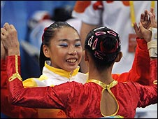 China's Shanshan Li (left) congratulates her team-mate Yilin Yang
