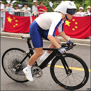 Pooley passes some Chinese cycling fans