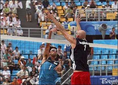 Dalhausser jumps to block