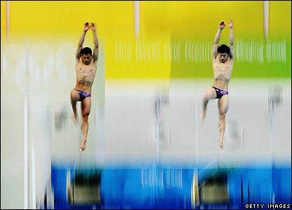 Wang Fen and Qin Kai begin their dive