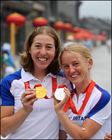 Nicole Cooke (left, with her gold) and Emma Pooley (right, with her silver)