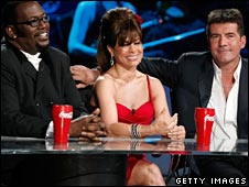 American Idol judges with Coco-Cola glasses