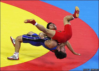 Kvirkelia throws his opponent