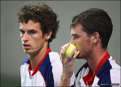 Andy and Jamie Murray lose 6-1 6-3 in the second round of the men's doubles