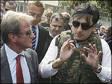 French Foreign Minister Bernard Kouchner (left) tours battle-scarred Gori with Georgian President Mikhail Saakashvili, 12 Aug 08