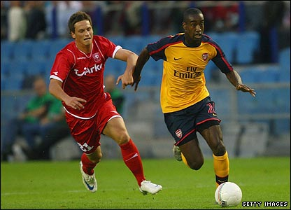 Johan Djourou carriwes the ball from defence