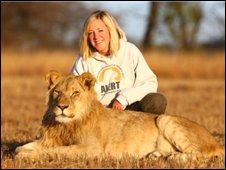 Volunteer Ffion Bishop with a lion