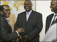 Mr Mugabe (l) and Mr Mutambara (c) at talks in Harare