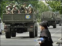 Tropas rusas entran en la ciudad de Zugdidi, en Georgia (14/08/05)