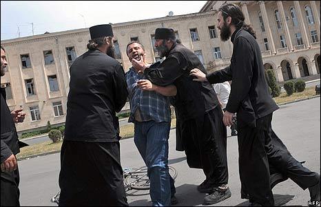 Priests calm man in Gori