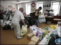 Voluntarios en Moscú organizan paquetes de ayuda para las víctimas