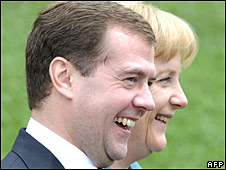 German Chancellor Angela Merkel (R) and Dmitry Medvedev at G8 in Japan on 9 July 2008