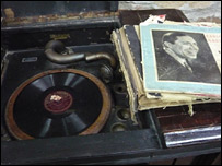 Record player at Carlos Gardel museum in Uruguay