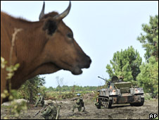 Russian troops take up positions on farmland near Poti on 14 August 2008