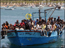 Illegal immigrants arrive in Italy
