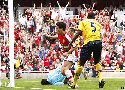 Sami Nasri scores for Arsenal
