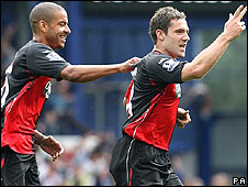 David Dunn celebrates putting Blackburn ahead at Everton