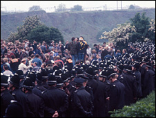 Police and pickets square up outside Orgreave in 1984
