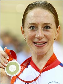 Wendy Houvenaghel with her silver medal