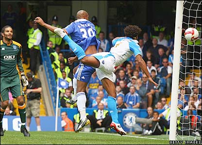 Anelka makes it 2-0 to Chelsea