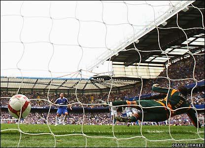 Lampard beats David James to make it 3-0