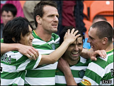 Celtic celebrate Paul Hartley's goal