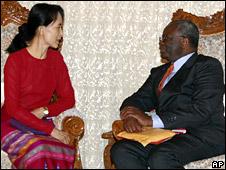 Aung San Suu Kyi and Ibrahim Gambari (March 2008)