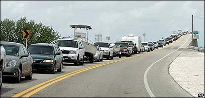 Turistas abandonando Cayo Hueso el 17 de agosto