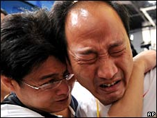 Liu's coach Sun Haiping (r)is devastated