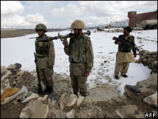 Pakistan army on border with Afghanistan