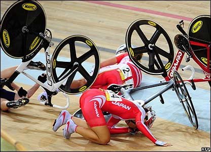 Several riders fall at the velodrome
