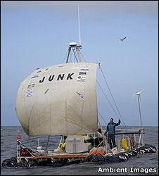 Junk raft c: Peter Bennett/Ambient Images
