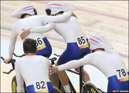 GB celebrate gold in the men's team pursuit