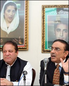 Nawaz Sharif (L) and Asif Ali Zardari