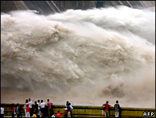 Water bursts out of Xiaolangdi dam
