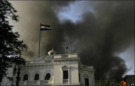 Fire billlows over Egypt's parliament building, 19 August 2008