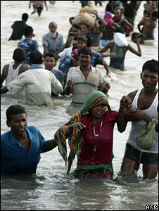People displaced by the floods in Nepal on 19 August 2008