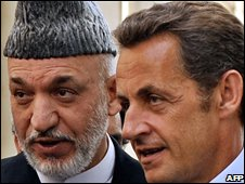 Mr Sarkozy (R) and Afghan President Hamid Karzai