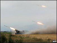 Artillería georgiana contra separatistas de Osetia del Sur