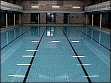 Bbc News Uk England London Meeting Over Pool Demolition Plan