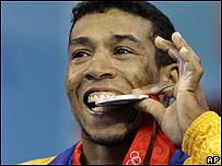 Diego Salazar, medalla de plata en levantamiento de peso